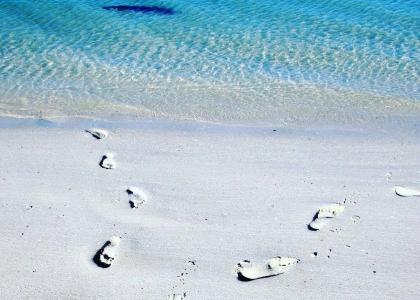 beach-footprints